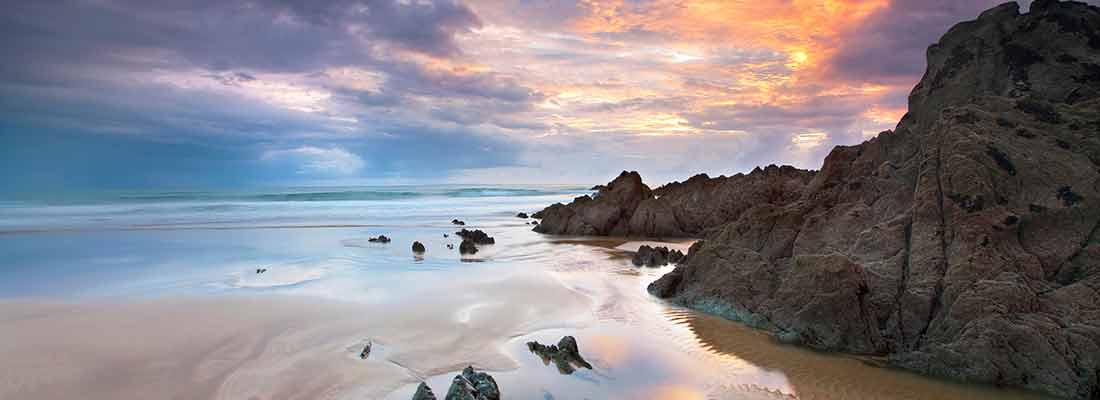 Expanse of beach and sea at sunset at woolacombe | North Devin